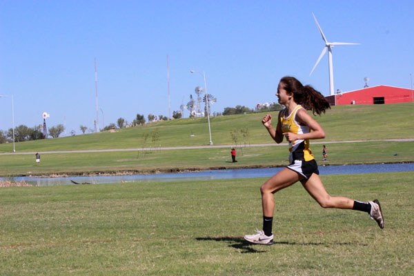 Best+in+district--%0AFreshman+Hailey+Davis+sprints+the+final+stretch+to+take+the+district+championship+on+Oct.+12+in+Lubbock.+Davis+ran+the+two-mile+course+in+12%3A43.83.