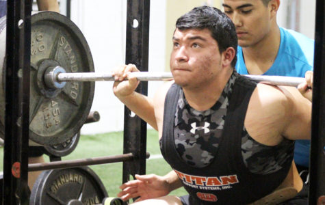 Junior qualifies for state powerlifting meet