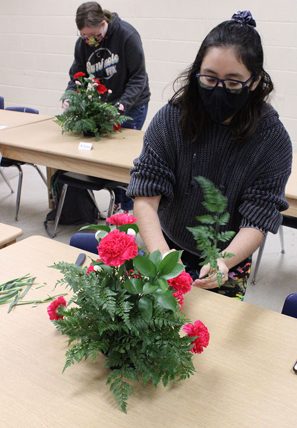 Floral students work toward certification